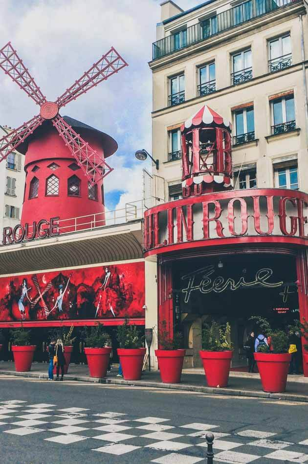 Romantic Things to Do In Paris, including Mouling Rouge, LaDuree, Eiffel Tower and dinner at trendy restaurant. #Paris #france #Romantic #RomanticParis