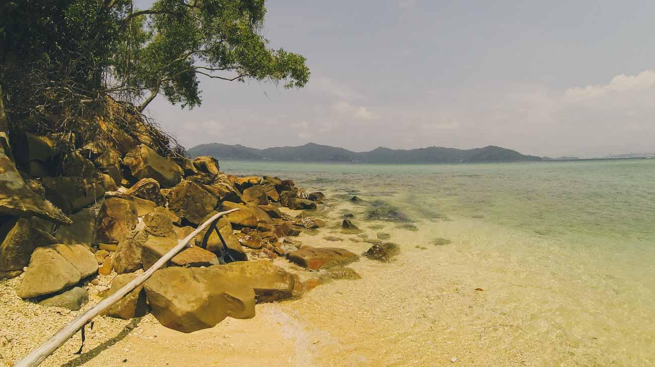 Kota-Kinabalu-Island-Hopping-Manucan-beach