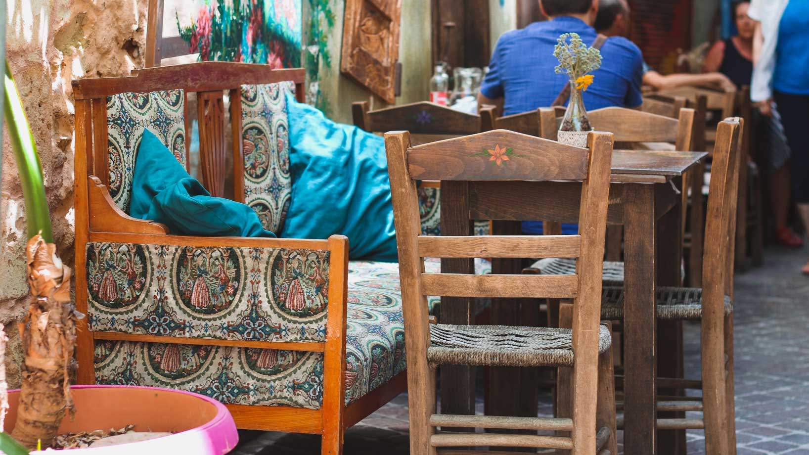 Koutourouki Tavern tables. Restaurants in Chania. 5 Restaurants in Crete to visit on your Greek island vacation
