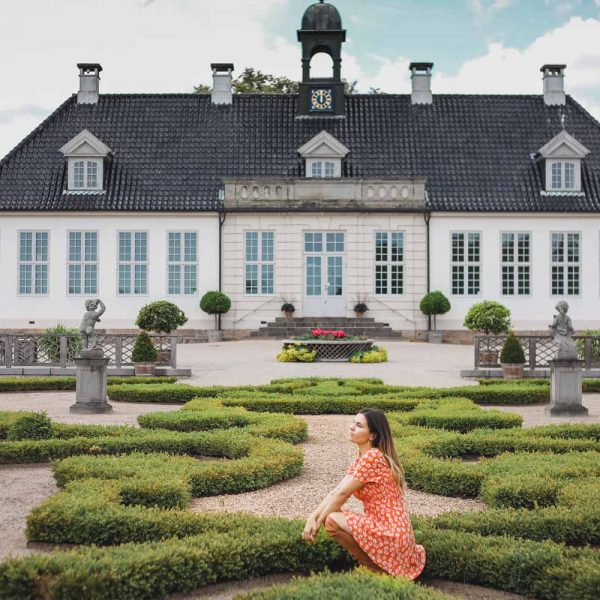Guide to 10 best castles of Denmark located on a short day trip from Copenhagen, including Kronborg, Fredensborg, Amalienborg, and other Copenhagen castles.