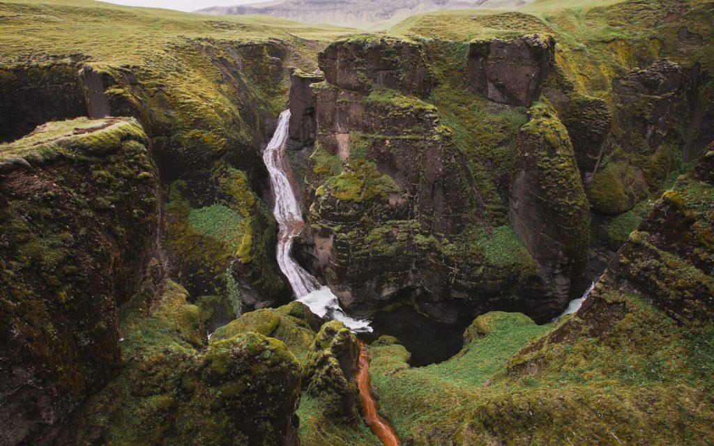 Fjaðrárgljúfur-Canyon
