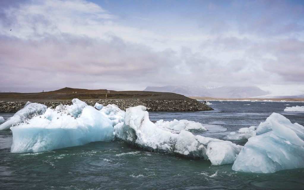 Jökulsárlón-Glacier-Lake-in-Iceland-2