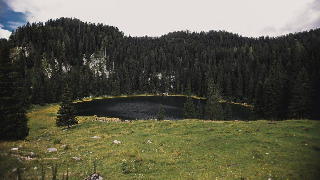 Slovenia-Itinerary-Koča-na-Planini-pri-Jezeru-lake